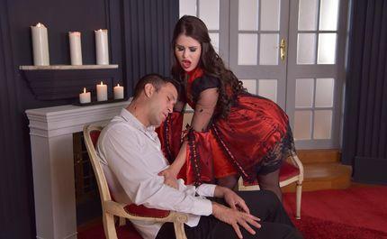 Бесподобную вампиршу в красивом платье мучает анальная жажда