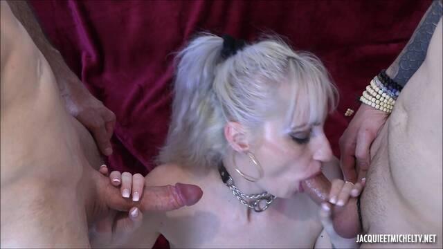 Проститутку трахнули с двойным проникновением два парня