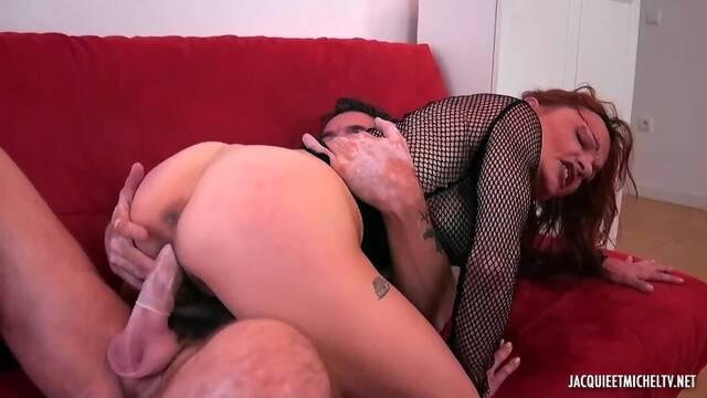 Рыжей очень нравится мастурбировать но жесткий секс гораздо лучше