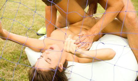 Парочка играет в футбол на раздевание и занимается анальным сексом