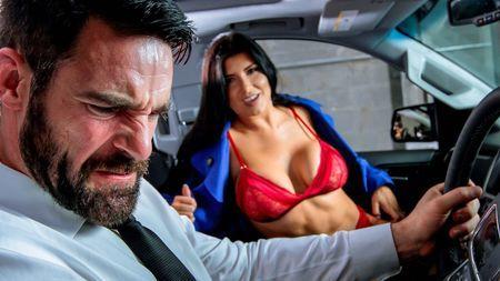 По дороге к тайной любовнице бородач удовлетворяет жену