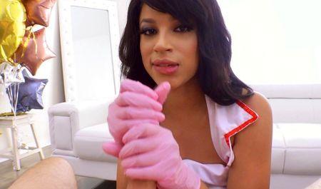 Мулаточка Аметист Бэнкс даёт порно-продюсеру в попочку