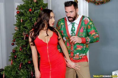 Мужик развлекается на вечеринке со сногсшибательной коллегой своей жен